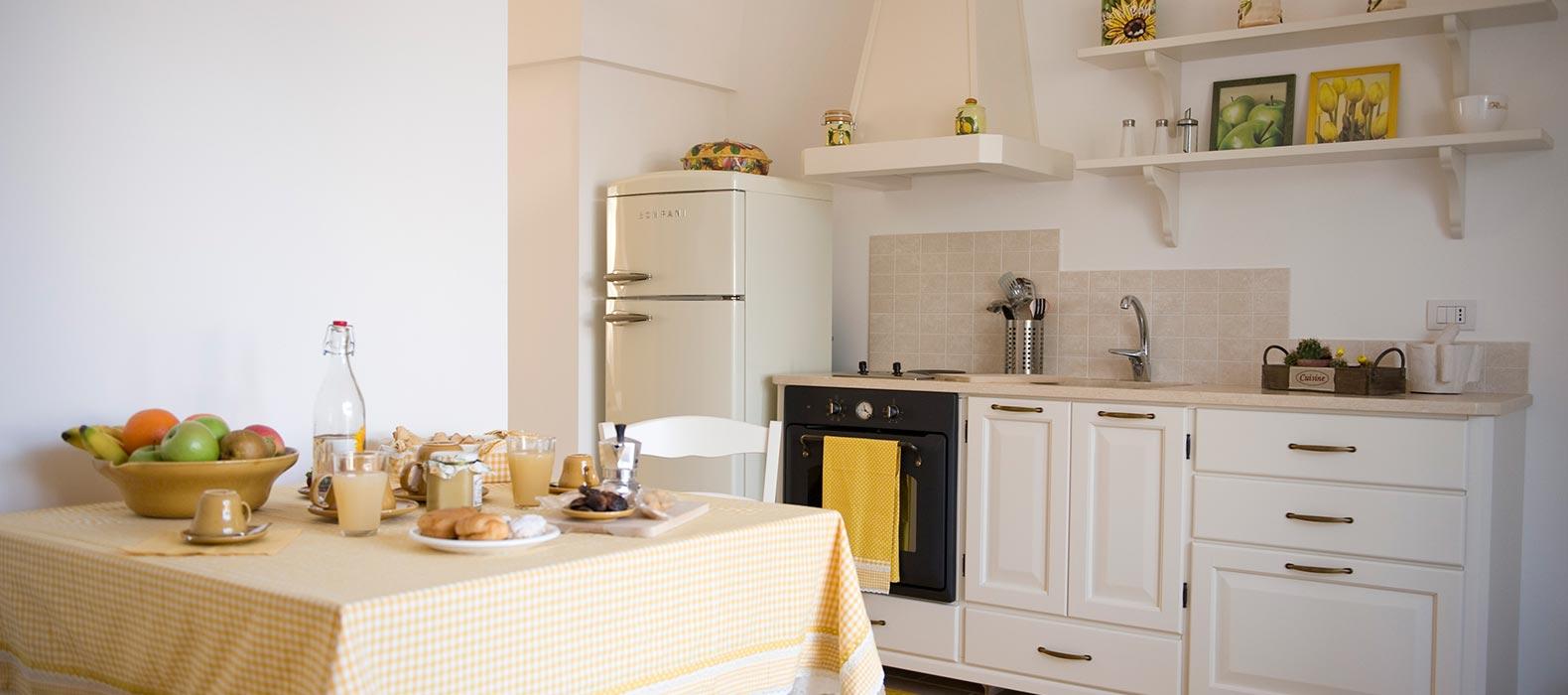 Gli appartamenti bianca di puglia vacanze in masseria for Foto di appartamenti arredati